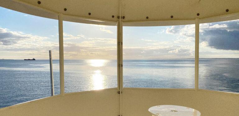 Utsikt från Råå hamnfyr, himmel och hav.